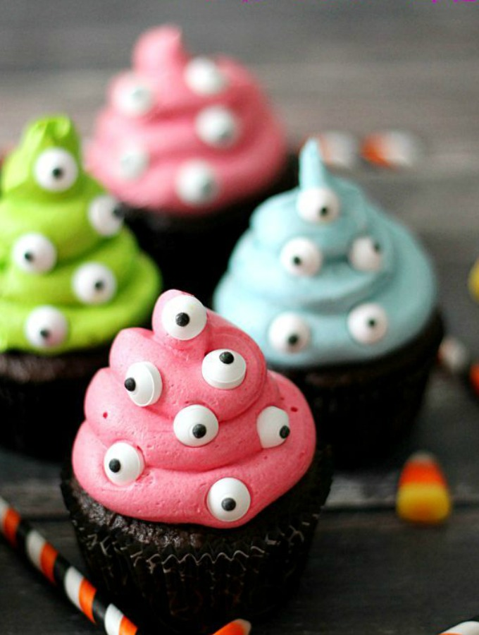 How to Make Halloween Cupcakes and Cookies for Beginner Bakers
