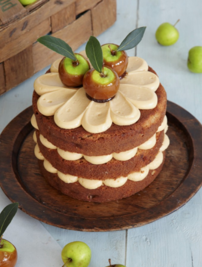 14 Amazing Fall Cakes That Look Almost Too Beautiful to Eat