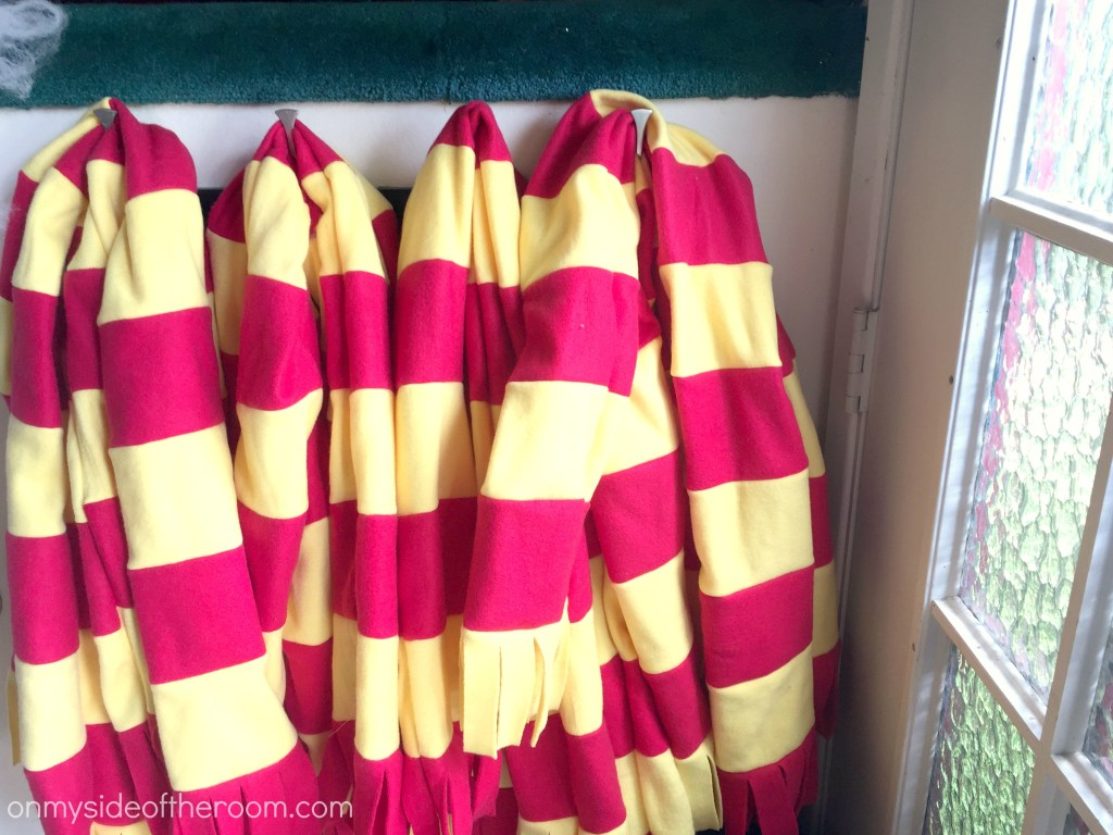 Harry Potter is a beloved story that continues to gain fans! I am so excited to throw a Harry Potter party! These DIY party ideas are brilliant! I didn't realize how you can make cheap and easy DIY party decorations for a Harry Potter theme. I can go to a dollar store and pick up stuff to transform my home into an epic magical party! Harry Potter party is perfect for a birthday or a fun Halloween party! I can't wait to have my own! Pinning for later! #harrypotter #harrypotterparty #DIYparty #DIYpartydecor