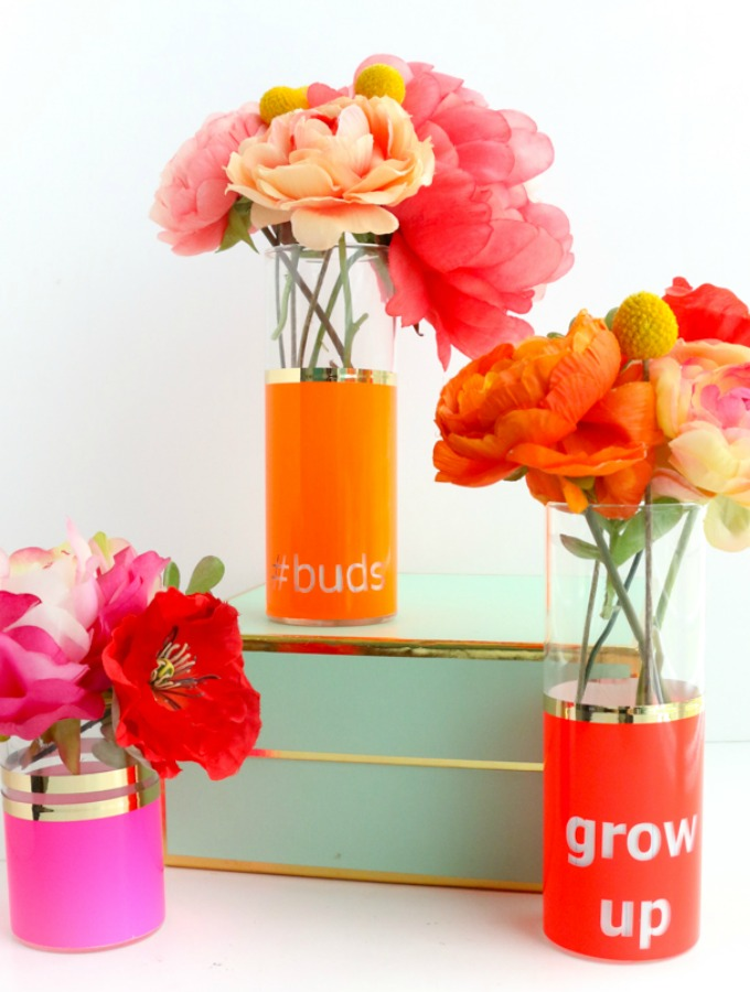 I love making DIY crafts for my home! Spring has so many beautiful colors and its amazing for decorating my home! I didn't know upcycling glass vases can be so fun. This post is awesome for non-crafty people. Decorating vases for floral arrangements is such a good idea for a party. This is a must try! #diyspring #diyvases #diycrafts #springcrafts #diyhomedecor #homedecor #springhomedecor #diyspringvases #dollarstorecrafts #vases