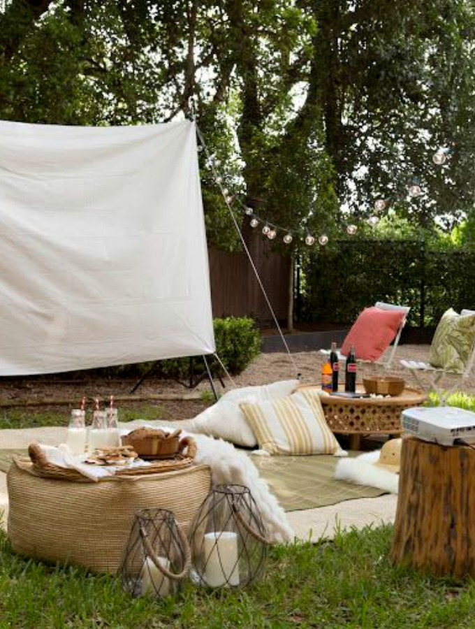 5 Ways to Throw the Perfect Outdoor Movie Night