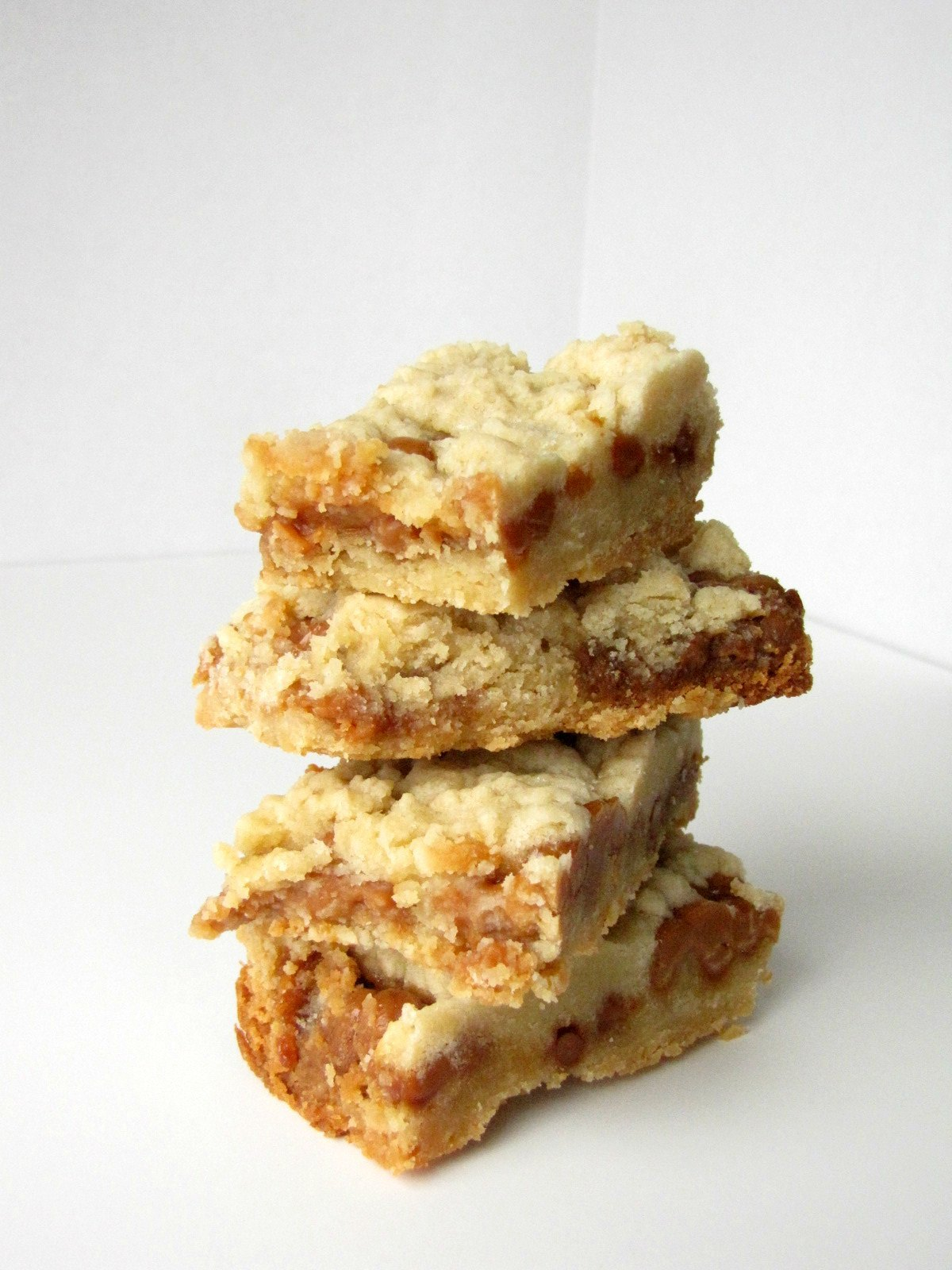 Slow Cooker Caramel Crumb Cookie Bars | Slow Cooker Desserts