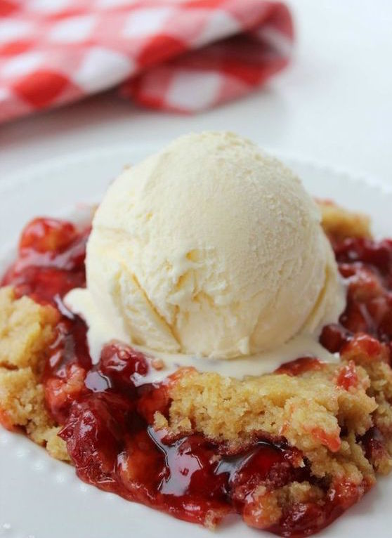 Slow Cooker Cherry Dump Cake | Slow Cooker Desserts