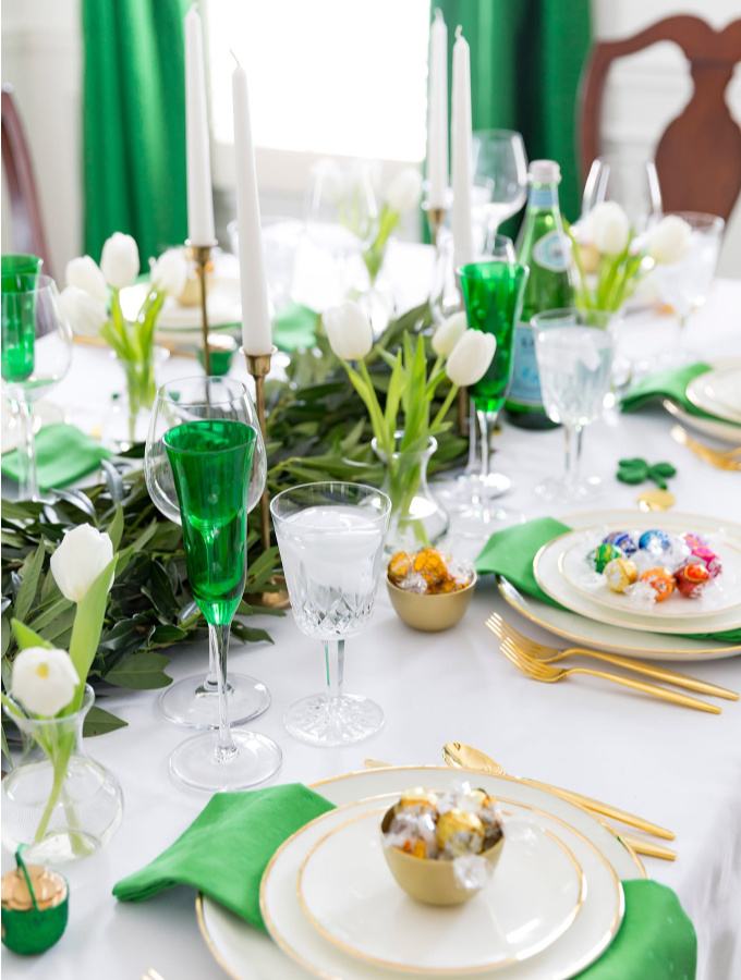 These adorable St. Patrick's Day decorations are perfect for a weekend of celebrating the lucky holiday. These DIY decorations will fit a great with your farmhouse rustic home decor while being festive at the same time! Choose from St. Patrick's inspired tablescapes, DIY signs, shamrock garlands or mini banners that work in desserts and centerpieces! #xokatierosario #stpatrickdaydecor #stpatricksdaydiycrafts #farmhousehomedecor