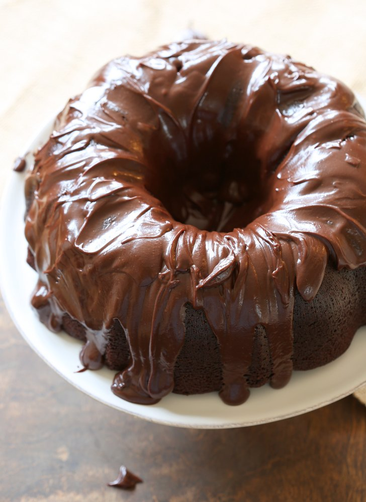 Chocolate Bundt Cake   Bundt cakes are simple cakes that are perfect for any beginner baker. They come out beautiful every time. The bundt cake pan was originally designed for a thick, dense cake batter like a pound cake. These bundt cakes are foolproof recipes that are super impressive and taste delicious! So let's get started, here are 18 Bundt Cake Recipes That Anyone Can Make! #xokatierosario #easybundtcakerecipes #bundtcakesrecipes #bundtcakesdecorations