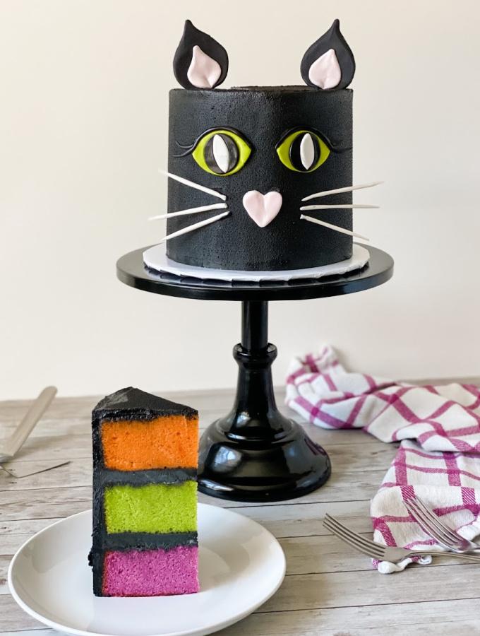 Black Cat Cake for a Festive Halloween