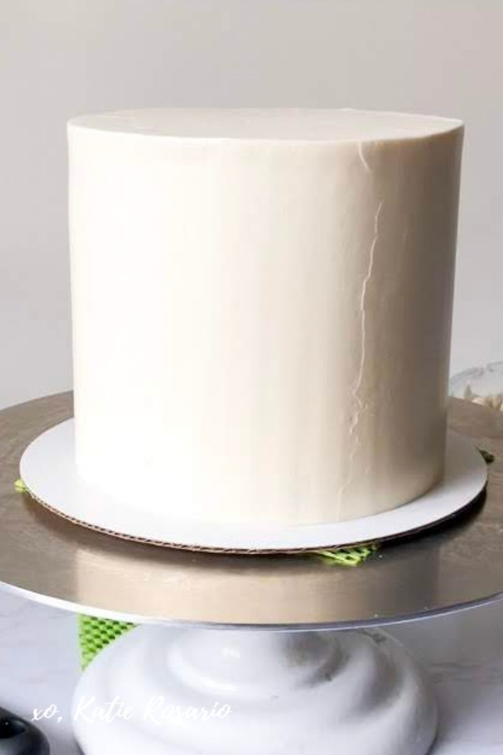 How to Frost Perfectly Smooth Cakes
