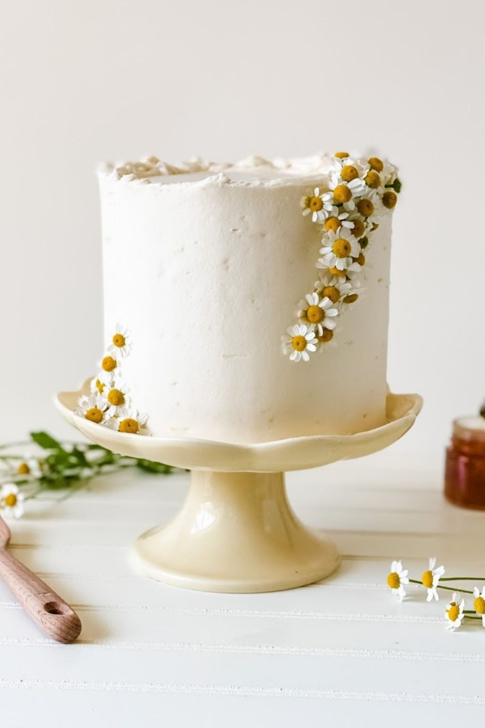 I'm sharing the three ways I make money online as a home baker and how you can too! You can earn an extra $1,000 to $3,000 a month decorating cakes by starting a home baking business. Learn these three ways you can make money online as a cake decorator. Created by Katie Rosario, XOKatieRosario creates beautiful cake decorating techniques that are easy for beginners for any home baker. #xokatierosario #katierosariocakes #makingmoney #homebaking #homebaker